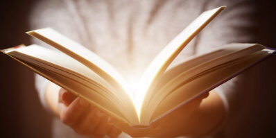 Na imagem vemos um livro. Veja qual o papel da Convenção de Berna na proteção das obras literárias!